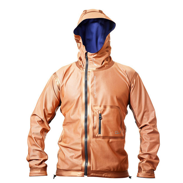 polychromeLAB : A reversible jacket featuring a new material that increases or decreases internal temperature