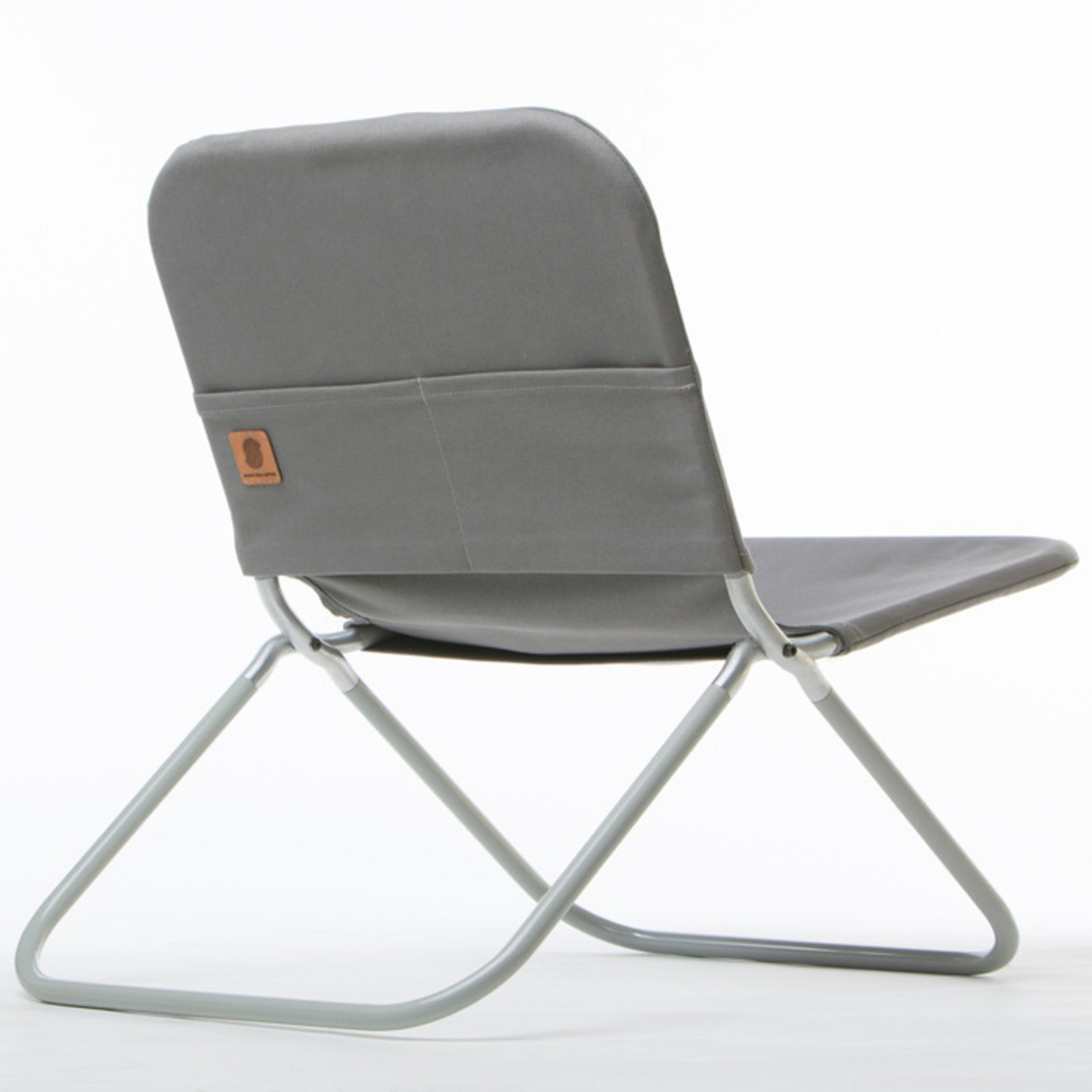 Shape field chair cool hunting for Small modern chair