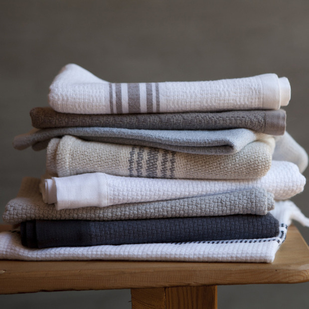 Mungo Retail: Blankets and towels made in South Africa and crafted on antique 19th century Hattersley looms