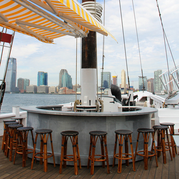 Grand Banks Floating Oyster Bar : The historic Sherman Zwicker schooner finds extended life on Manhattan's Hudson River waterfront