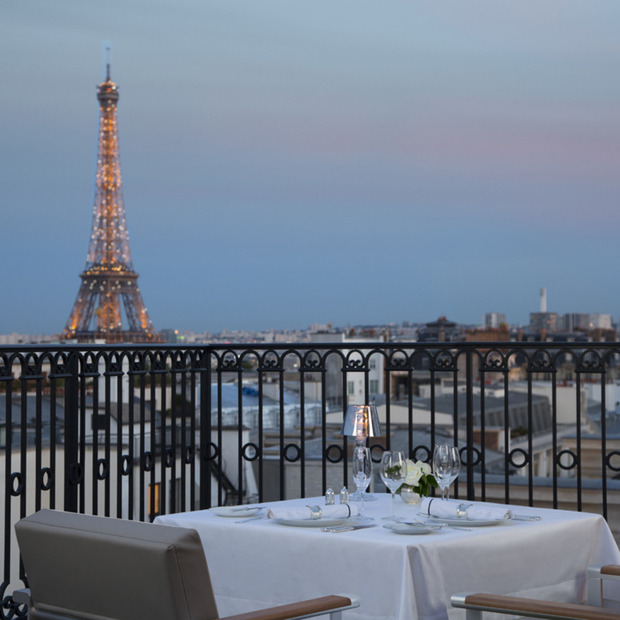 L'Oiseau Blanc Atop The Peninsula Paris