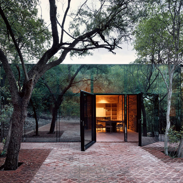 Mexicos Tatiana Bilbao-Designed Mirrored Vacation Home