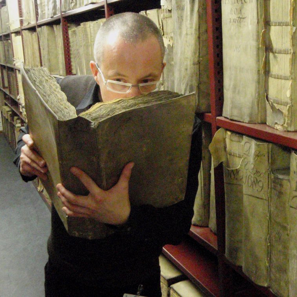 Scent Detectives Define the Smell of Old Books