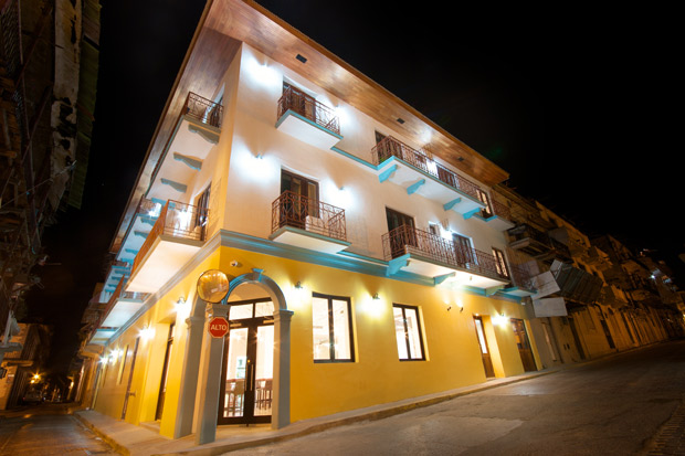T&#193;NTALO-hotel-exterior.jpg