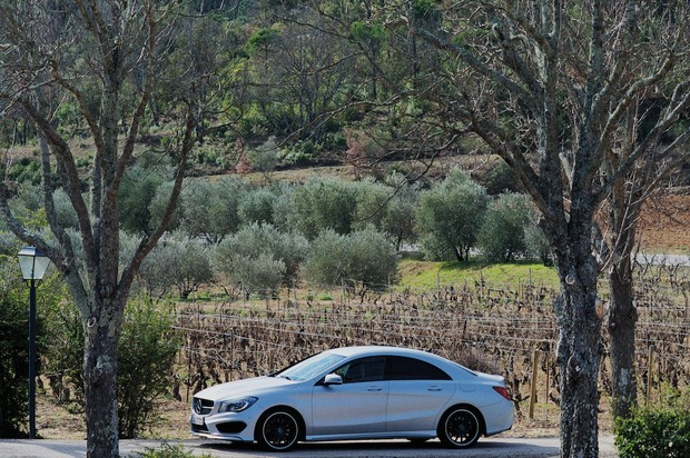 mercedes-benz-cla250-side-distance.jpg