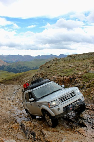 Land-Rover-Exped-USA-rockfall.jpg