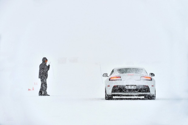 183-aston-martin-on-ice.jpg