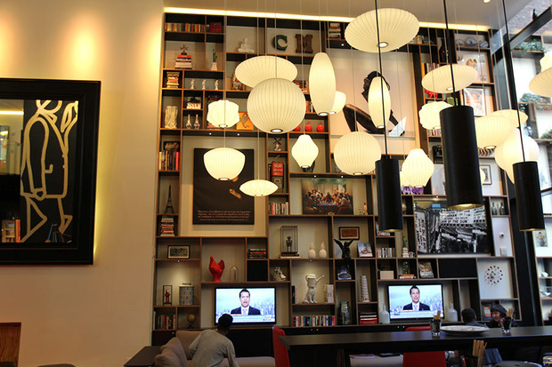 citizenm-times-square-ch-living-room-3.jpg