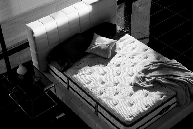 Building a smarter bedroom cool hunting - Matelas simmons back touch ...